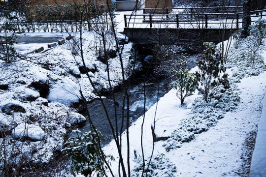 長野県駒ヶ根市 旅館「季澄香」 冬 雪景色 清流「季の川」
